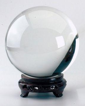 Kristallkugel mit Holzständer, ca. 80 mm