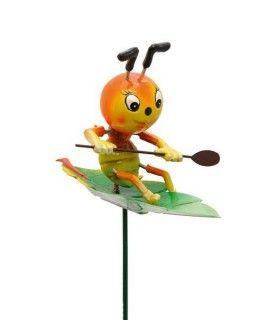 Gartenstecker- Wobbler paddelnder Käfer auf Blatt